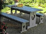 COUNTRY-STYLE PICNIC TABLE
